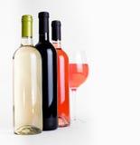 Botellas de vino y de vidrio foto de archivo