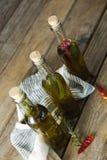 Botellas del aceite de oliva con herbario y las especias Imagen de archivo
