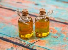 Botellas del aceite de oliva pequeñas Foto de archivo