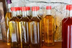 Botellas del aceite de oliva y del aceite de oliva Fotografía de archivo