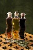 Botellas del aceite de oliva y del vinagre balsámico Foto de archivo libre de regalías