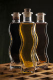 Botellas del aceite de oliva y del vinagre balsámico Foto de archivo