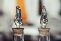Botellas del aceite de oliva y del vinagre balsámico Imagen de archivo libre de regalías