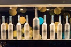 Botellas del alcohol en la pared con Bokeh Imagen de archivo libre de regalías
