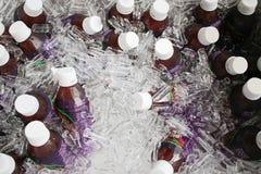 Botellas del jugo que consiguen frescas Fotografía de archivo