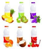 Botellas del zumo de fruta Fotos de archivo libres de regalías
