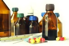 Botellas médicas aisladas en blanco Imagen de archivo