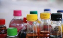 Botellas multicoloras de refresco Imágenes de archivo libres de regalías