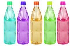 Botellas plásticas coloreadas Fotos de archivo