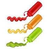 Botellas plásticas coloridas con las salsas presionadas Fotos de archivo