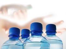Botellas plásticas de agua Fotografía de archivo libre de regalías