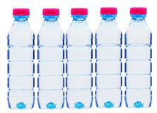 Botellas plásticas de agua aisladas en blanco Imagen de archivo libre de regalías