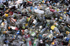 Botellas plásticas de cristal Fotos de archivo libres de regalías
