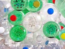 Botellas plásticas de la bebida Fotos de archivo libres de regalías