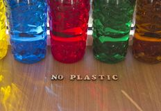 Botellas pl?sticas coloreadas imagen de archivo libre de regalías