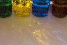 Botellas pl?sticas coloreadas fotografía de archivo