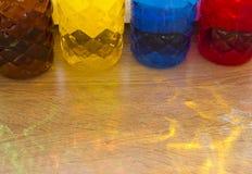 Botellas pl?sticas coloreadas imagen de archivo