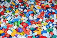 Botellas plásticas para reciclar Imagenes de archivo