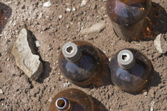 Botellas químicas que dejan en desorden el soporte Imagen de archivo libre de regalías