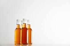 Botellas selladas con la bebida del refresco dentro Imagenes de archivo