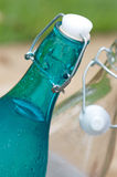 Botellas superiores del casquillo del oscilación Imagen de archivo libre de regalías