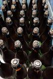 Botellas tapadas con corcho en un cajón Imagenes de archivo