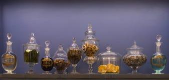 Botellas viejas de hierbas medicinales Fotografía de archivo