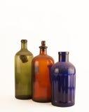 Botellas viejas de la medicina en blanco Imagenes de archivo