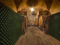Botellas y barriles de vino Foto de archivo libre de regalías