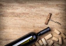 Botellas y corchos de vino Fotografía de archivo