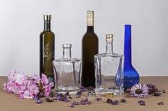 Botellas y decoración Imágenes de archivo libres de regalías