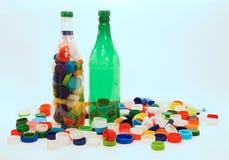 Botellas y tazas plásticas Fotografía de archivo