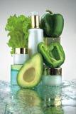 Botellas y veggies cosméticos Imagen de archivo libre de regalías