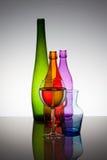 Botellas y vidrios Foto de archivo libre de regalías