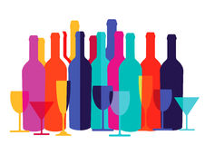 Botellas y vidrios coloridos de vino Fotografía de archivo libre de regalías