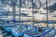 Boten in Alghero-haven stock afbeelding