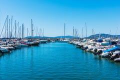 Boten in Alghero-haven Stock Afbeeldingen