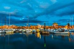 Boten in Alghero-haven bij nacht royalty-vrije stock fotografie