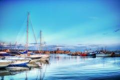Boten in Alghero-haven in hdr Stock Afbeeldingen