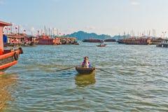 Boten in Baai Halong Royalty-vrije Stock Foto's