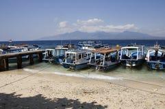 Boten bij eiland Menjangan en mening van het eiland van Bali royalty-vrije stock foto's