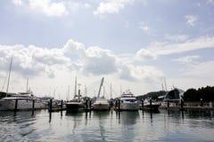 Boten bij jachthaven Stock Fotografie