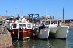 Boten bij quayside, Arbroath-haven, Arbroath Royalty-vrije Stock Foto's