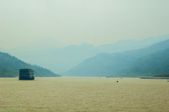 Boten bij Yangtze-rivier stock foto's