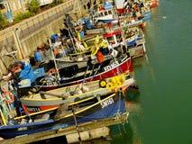 Boten in Brighton Marina United Kingdom worden vastgelegd dat Stock Foto
