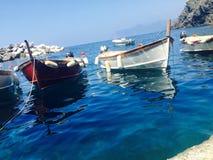 Boten in Cinque Terre Italy stock afbeelding