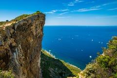 Boten in de baai van Kooi D ` Azur Stock Afbeeldingen