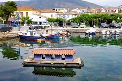 Boten in de Binnenhaven van Galaxidi, Griekenland worden vastgelegd dat stock fotografie