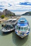 Boten in de Donau, Boedapest Stock Fotografie