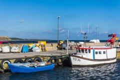 Boten in de haven van Kaseberga Stock Afbeeldingen
